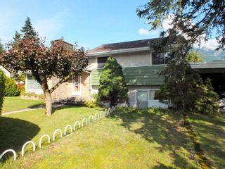 Photo 1: 547 HEMLOCK Avenue in Hope: Hope Center House for sale : MLS®# R2622793
