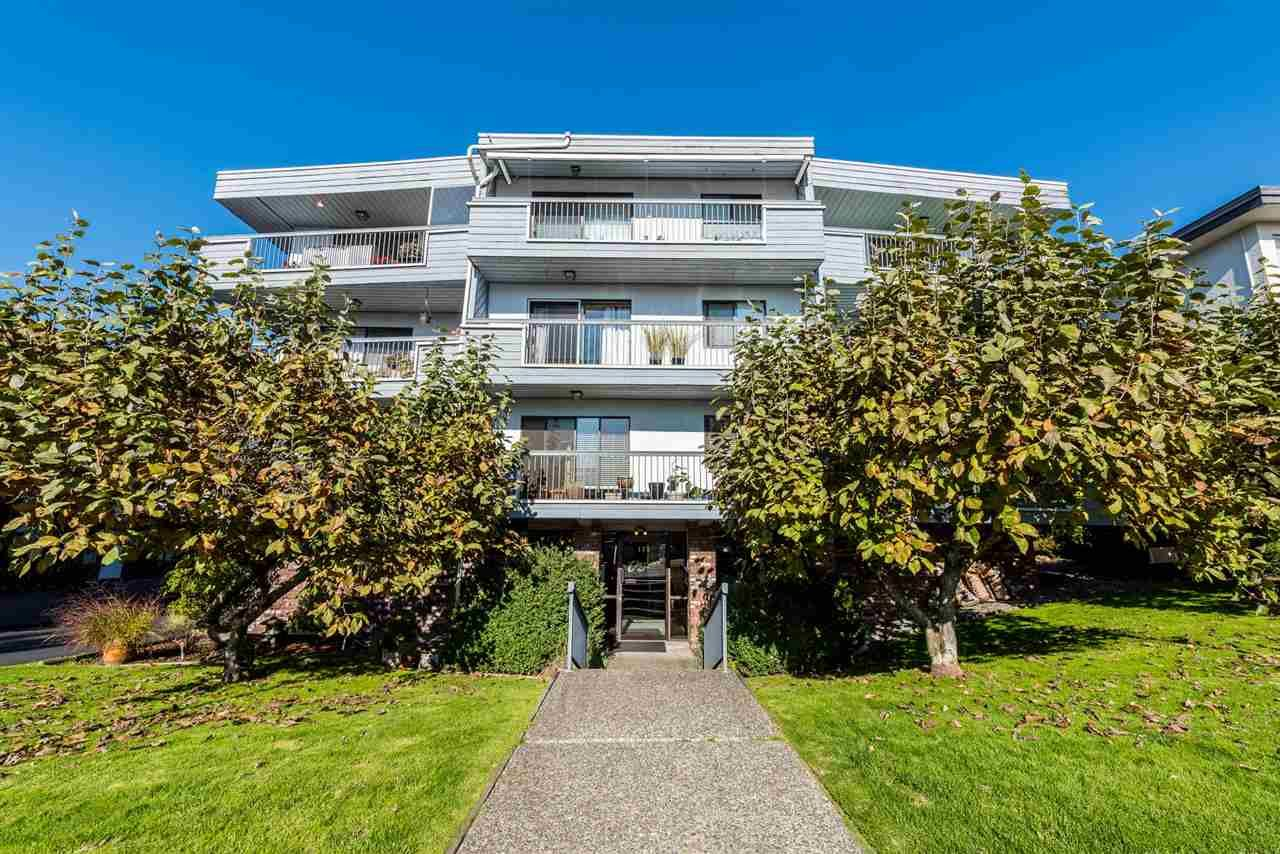 Main Photo: 306 134 W 20TH Street in North Vancouver: Central Lonsdale Condo for sale : MLS®# R2337179