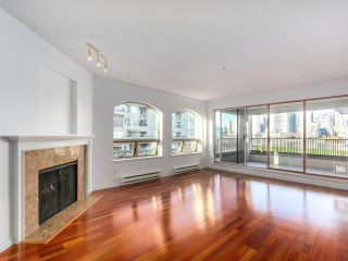 "Photo 6: 219 1869 SPYGLASS Place in Vancouver: False Creek Condo for sale in ""THE REGATTA"" (Vancouver West)  : MLS®# R2327588"