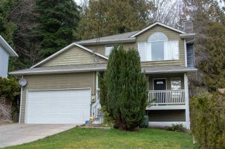 """Photo 1: 542 REED Road in Gibsons: Gibsons & Area House for sale in """"GRANTHAMS"""" (Sunshine Coast)  : MLS®# R2546943"""