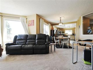 Photo 2: 2595 Wilcox Terr in VICTORIA: CS Tanner House for sale (Central Saanich)  : MLS®# 742349