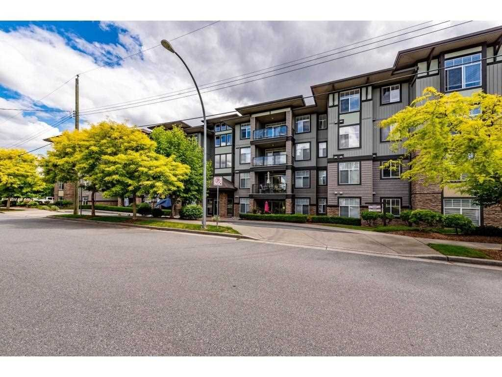 """Main Photo: 106 2068 SANDALWOOD Crescent in Abbotsford: Central Abbotsford Condo for sale in """"The Sterling"""" : MLS®# R2590932"""