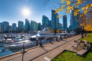"""Photo 2: 2005 590 NICOLA Street in Vancouver: Coal Harbour Condo for sale in """"The Cascina - Waterfront Place"""" (Vancouver West)  : MLS®# R2556360"""