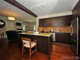 Photo 3: 302 1375 Bear Mountain Pkwy in VICTORIA: La Bear Mountain Condo for sale (Langford)  : MLS®# 583023