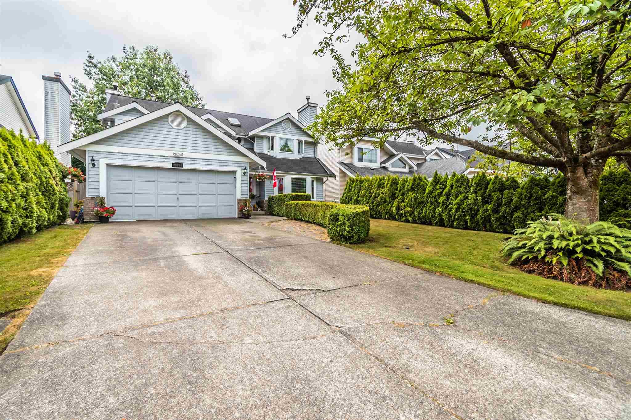 """Main Photo: 20854 95A Avenue in Langley: Walnut Grove House for sale in """"Walnut Grove"""" : MLS®# R2600712"""