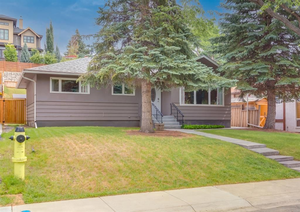 Main Photo: 2312 Sumac Road NW in Calgary: West Hillhurst Detached for sale : MLS®# A1127548