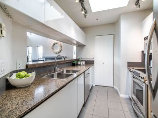 """Photo 5: 16 1388 W 6TH Avenue in Vancouver: Fairview VW Condo for sale in """"NOTTINGHAM"""" (Vancouver West)  : MLS®# R2411492"""