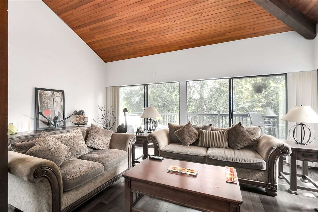 """Photo 6: Photos: 4727 MOUNTAIN Highway in North Vancouver: Lynn Valley House for sale in """"Upper Lynn"""" : MLS®# R2491401"""