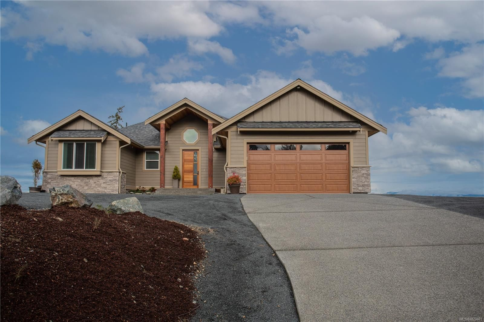Main Photo: 7320 Spence's Way in : Na Upper Lantzville House for sale (Nanaimo)  : MLS®# 865441