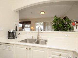 Photo 7: 18 126 Hallowell Rd in VICTORIA: VR Glentana Row/Townhouse for sale (View Royal)  : MLS®# 744425