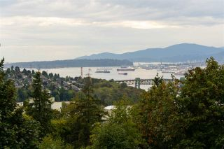 """Photo 7: 301 N HYTHE Avenue in Burnaby: Capitol Hill BN House for sale in """"CAPITOL HILL"""" (Burnaby North)  : MLS®# R2531896"""