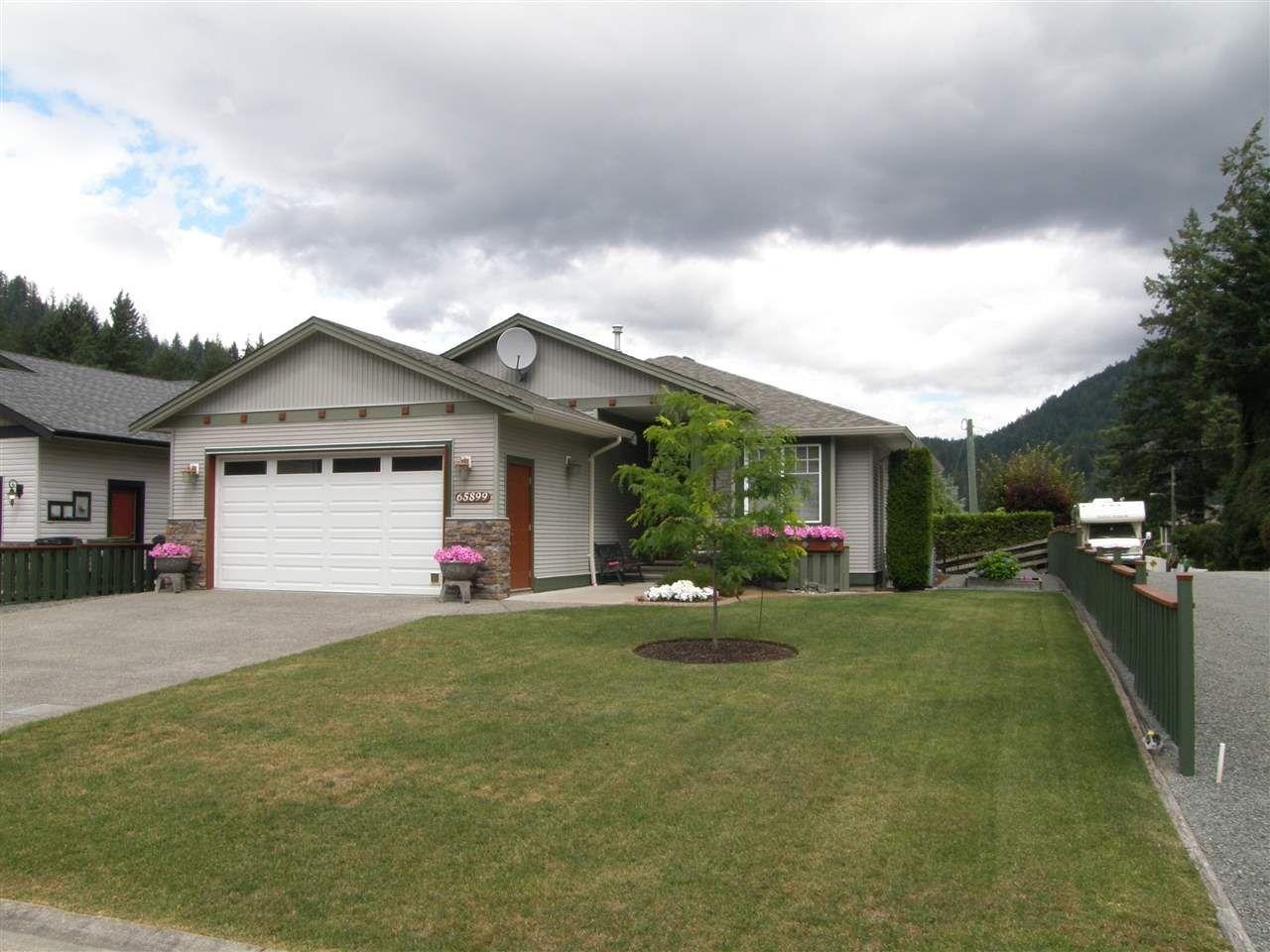 Main Photo: 65899 COTTONWOOD Drive in Hope: Hope Kawkawa Lake House for sale : MLS®# R2479403
