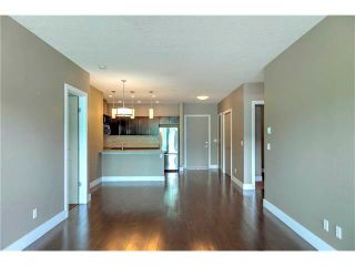 Photo 3: 315 1899 45 Street NW in Calgary: Montgomery Condo for sale : MLS®# C4115653