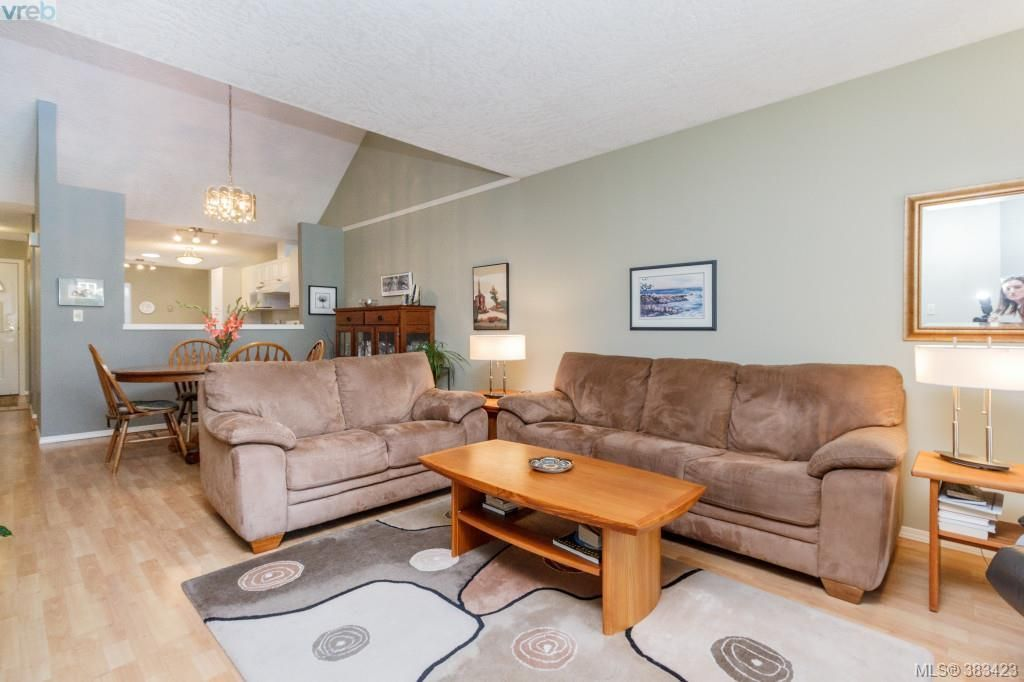 Photo 3: Photos: 20 3049 Brittany Dr in VICTORIA: Co Sun Ridge Row/Townhouse for sale (Colwood)  : MLS®# 770629