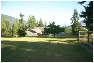 Photo 1: 3040 Fosbery Road: White Lake House for sale (Shuswap)  : MLS®# 101429927