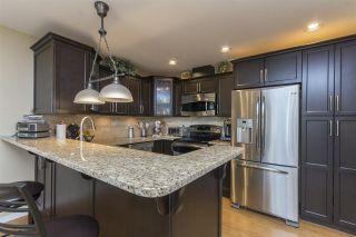 """Photo 3: 33 4001 OLD CLAYBURN Road in Abbotsford: Abbotsford East Townhouse for sale in """"Cedar Springs"""" : MLS®# R2166092"""