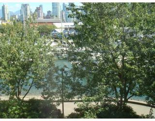 """Photo 3: 304 1502 ISLAND PARK Walk in Vancouver: False Creek Condo for sale in """"THE LAGOONS"""" (Vancouver West)  : MLS®# V775905"""