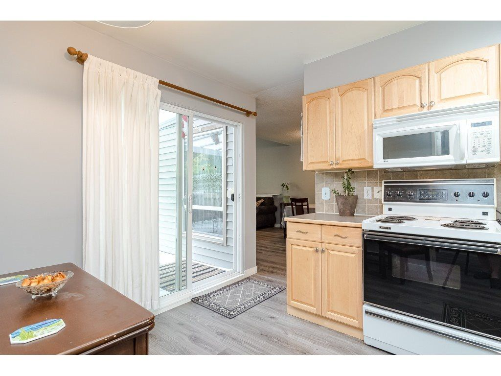 """Photo 19: Photos: 6116 E GREENSIDE Drive in Surrey: Cloverdale BC Townhouse for sale in """"Greenside Estates - Cluster 37"""" (Cloverdale)  : MLS®# R2477611"""