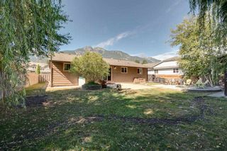 """Photo 18: 41374 DRYDEN Road in Squamish: Brackendale House for sale in """"Brackendale"""" : MLS®# R2198766"""