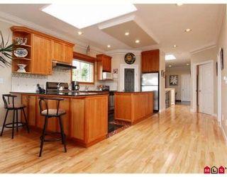 Photo 2: 15287 VICTORIA AV in White Rock: House for sale : MLS®# F2818793