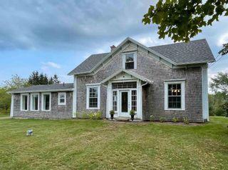 Photo 1: 3418 Highway 1 in Aylesford East: 404-Kings County Residential for sale (Annapolis Valley)  : MLS®# 202123831