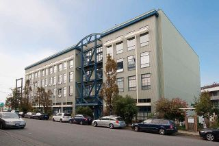 """Photo 2: 210 237 E 4TH Avenue in Vancouver: Mount Pleasant VE Condo for sale in """"ARTWORKS"""" (Vancouver East)  : MLS®# R2239279"""