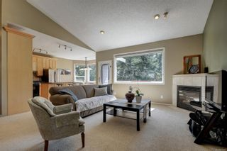 Photo 2: 2029 Haley Rae Pl in : La Thetis Heights House for sale (Langford)  : MLS®# 873407