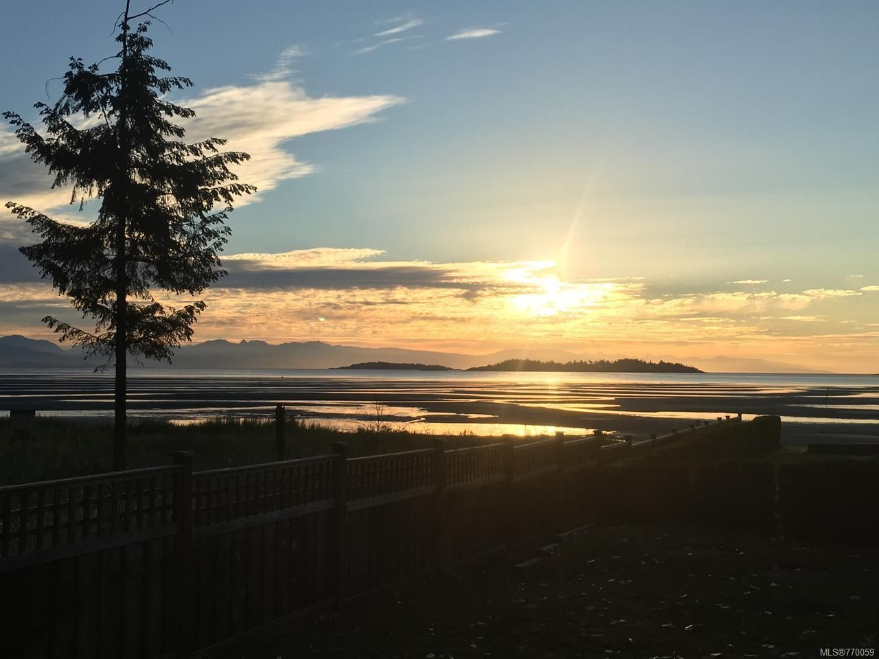 Main Photo: 10 1065 Tanglewood Pl in PARKSVILLE: PQ Parksville Row/Townhouse for sale (Parksville/Qualicum)  : MLS®# 770059