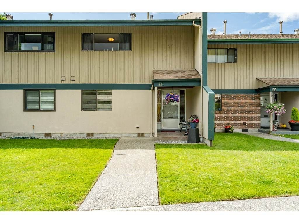 Main Photo: 56 5850 177B STREET in Surrey: Cloverdale BC Townhouse for sale (Cloverdale)  : MLS®# R2463380