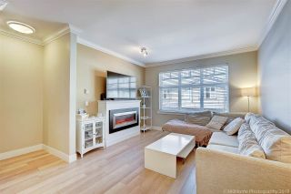 """Photo 2: 25 6350 142 Street in Surrey: Sullivan Station Townhouse for sale in """"Canvas"""" : MLS®# R2343782"""