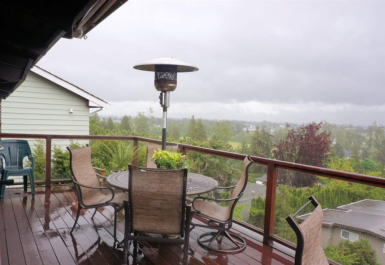 Photo 6: Photos: 10040 TIMBERLINE Place in Chilliwack: Little Mountain House for sale : MLS®# R2167640