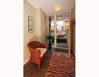 """Photo 2: 5 39893 GOVERNMENT Road in Squamish: Northyards Townhouse for sale in """"ELEMENTS"""" : MLS®# V750015"""