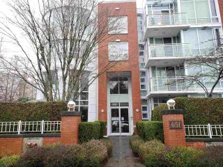 "Main Photo: 106 651 W 45TH Avenue in Vancouver: Oakridge VW Condo for sale in ""Fairchild Court"" (Vancouver West)  : MLS®# R2535015"