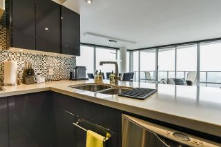 """Photo 17: 1902 1228 MARINASIDE Crescent in Vancouver: Yaletown Condo for sale in """"Crestmark II"""" (Vancouver West)  : MLS®# R2582919"""
