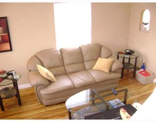 Photo 3: 750 MARTIN Avenue East in WINNIPEG: East Kildonan Residential for sale (North East Winnipeg)  : MLS®# 2802303
