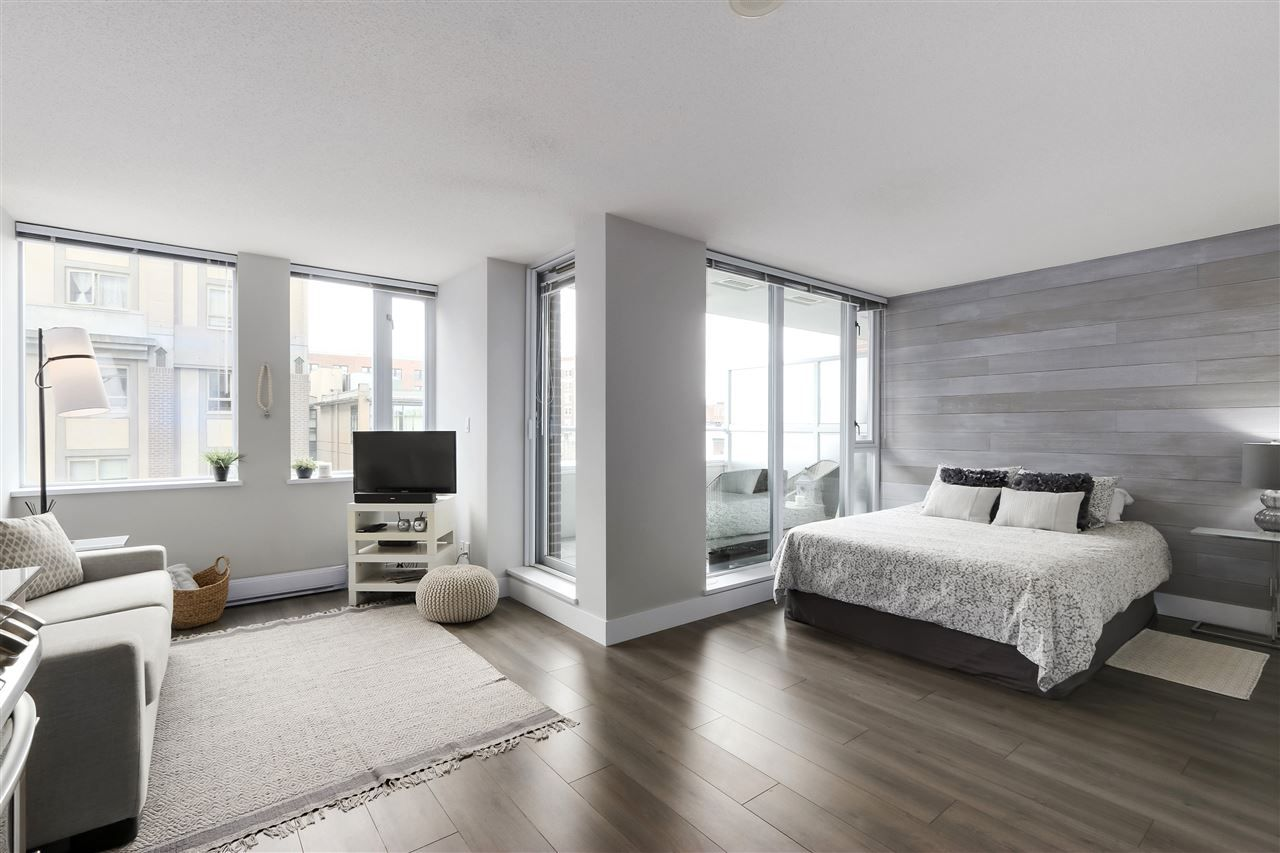 """Main Photo: 505 550 TAYLOR Street in Vancouver: Downtown VW Condo for sale in """"The Taylor"""" (Vancouver West)  : MLS®# R2453623"""
