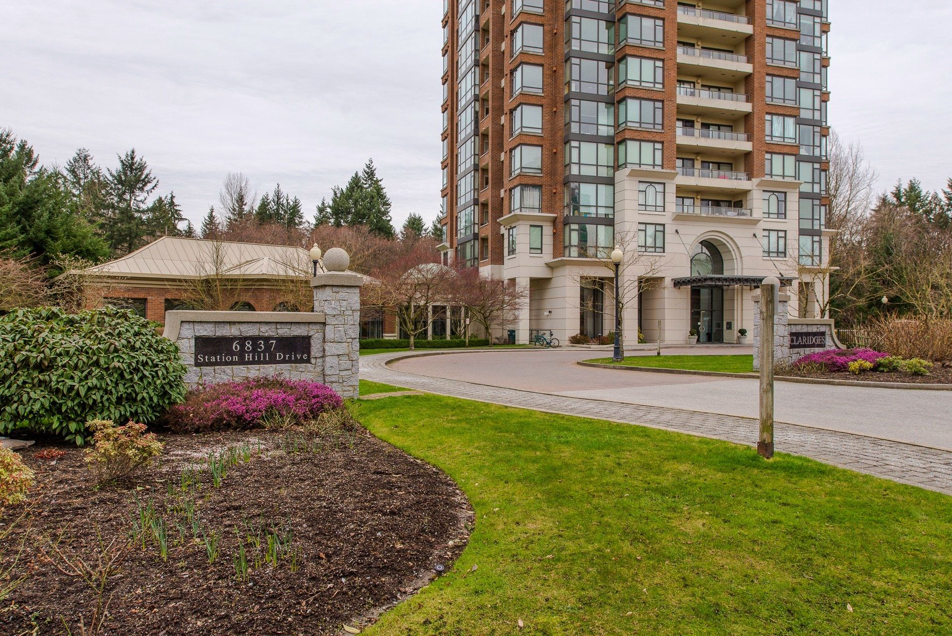 "Main Photo: 801 6837 STATION HILL Drive in Burnaby: South Slope Condo for sale in ""Claridges"" (Burnaby South)  : MLS®# R2239068"