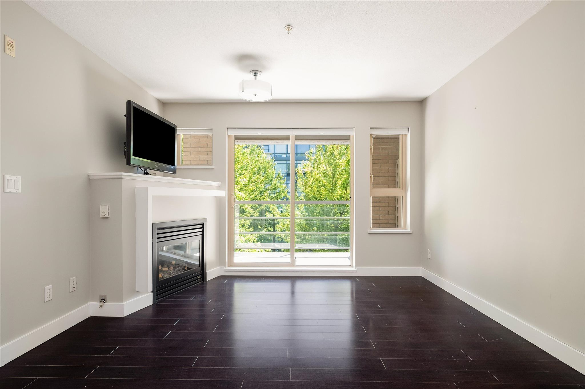 """Photo 4: Photos: 211 9339 UNIVERSITY Crescent in Burnaby: Simon Fraser Univer. Condo for sale in """"HARMONY"""" (Burnaby North)  : MLS®# R2597666"""