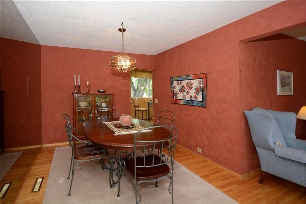 Photo 9: Photos: 3148 BREEN Crescent NW in Calgary: Brentwood House for sale : MLS®# C4121729