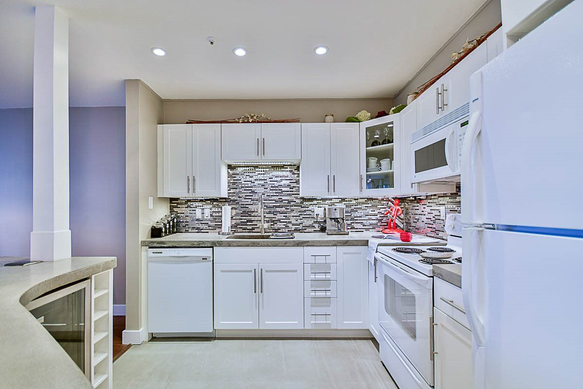 "Main Photo: 313 60 RICHMOND Street in New Westminster: Fraserview NW Condo for sale in ""GATEHOUSE PLACE"" : MLS®# R2120854"