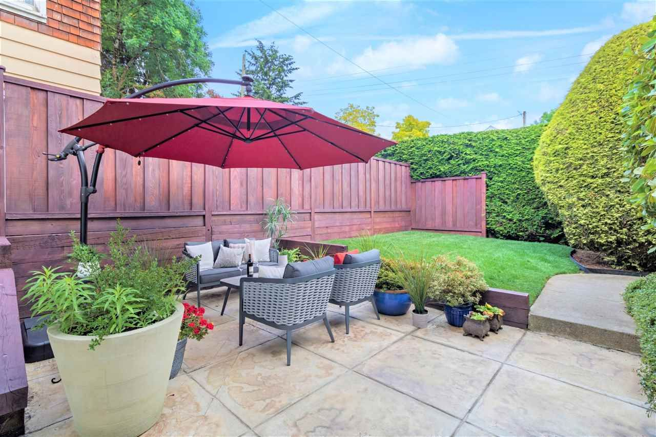 Main Photo: 2555 W 5TH AVENUE in Vancouver: Kitsilano Townhouse for sale (Vancouver West)  : MLS®# R2475197