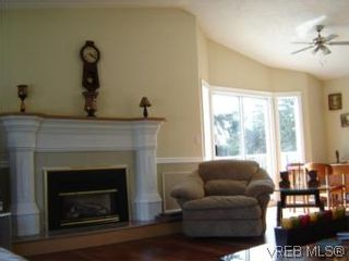 Photo 3: 2522 Bellbarbie Cres in VICTORIA: La Mill Hill House for sale (Langford)  : MLS®# 497138