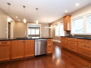 Photo 4: 2 1245 Chapman St in Victoria: Vi Fairfield West Row/Townhouse for sale : MLS®# 837185