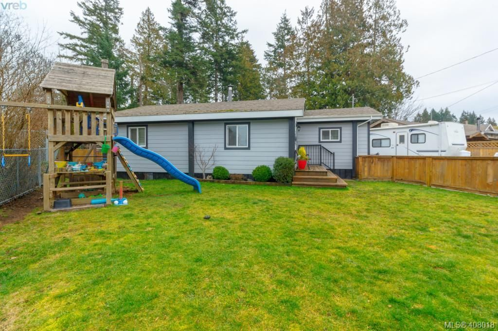 Photo 18: Photos: 2463 Selwyn Rd in VICTORIA: La Thetis Heights House for sale (Langford)  : MLS®# 810897