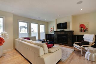 Photo 4: 455 29 Avenue NW in Calgary: Mount Pleasant Semi Detached for sale : MLS®# A1142737