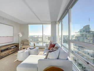"Photo 2: 2606 1201 MARINASIDE Crescent in Vancouver: Yaletown Condo for sale in ""THE PENINSULA"" (Vancouver West)  : MLS®# R2363085"