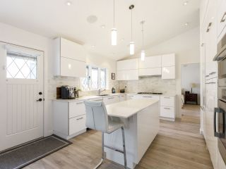 """Photo 15: 587 W KING EDWARD Avenue in Vancouver: Cambie Townhouse for sale in """"JAMES RESIDENCE"""" (Vancouver West)  : MLS®# R2537952"""