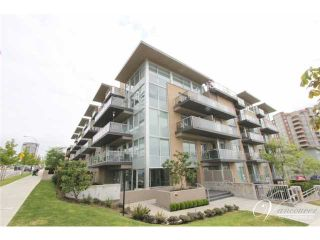 Photo 1: # PH2 1288 CHESTERFIELD AV in North Vancouver: Central Lonsdale Condo for sale : MLS®# V990809