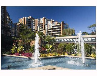 """Photo 2: 203 1470 PENNYFARTHING Drive in Vancouver: False Creek Condo for sale in """"HARBOUR COVE"""" (Vancouver West)  : MLS®# V686677"""