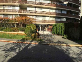 """Photo 3: 801 2135 ARGYLE Avenue in West Vancouver: Dundarave Condo for sale in """"THE CRESCENT"""" : MLS®# R2320802"""